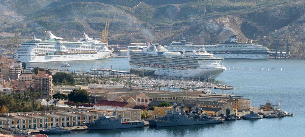 Cruceros-en-el-puerto-de-Cartagena